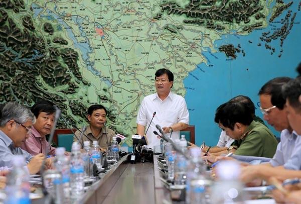 Phó Thủ tướng Trịnh Đình Dũng yêu cầu khẩn trương chuẩn bị ứng phó với bão, khắc phục hậu quả lũ lụt với ưu tiên cao nhất là đảm bảo an toàn cho người dân