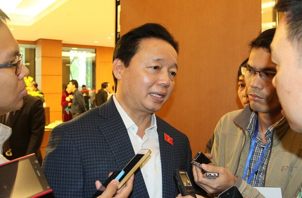 Bộ trưởng Bộ TN-MT Trần Hồng Hà trả lời báo chí bên hành lang Quốc hội xung quanh việc xử lý trách nhiệm vụ Formosa gây ô nhiễm