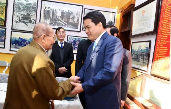 Chủ tịch UBND TP Hà Nội Nguyễn Đức Chung gặp gỡ các nhân chứng lịch sử đã từng tham gia trận đánh Pháo đài Láng năm xưa
