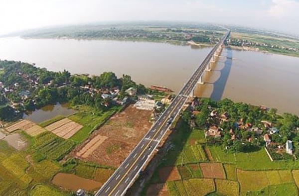 Thành phố chỉ đạo nghiên cứu quy hoạch sông Hồng phân làm 2 giai đoạn