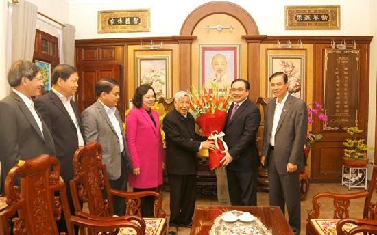 Bí thư Thành ủy Hoàng Trung Hải cùng lãnh đạo thành phố thăm, chúc Tết nguyên Tổng Bí thư Lê Khả Phiêu