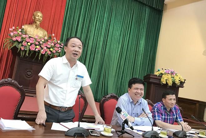 Phó Chủ tịch UBND quận Tây Hồ Nguyễn Lê Hoàng trả lời báo chí
