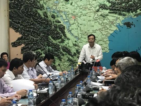 Bộ trưởng NN&PTNT Nguyễn Xuân Cường chủ trì cuộc họp ứng phó bão số 11