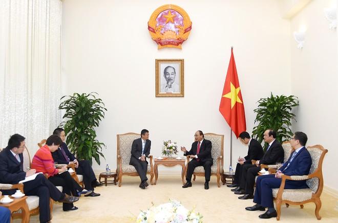Thủ tướng Nguyễn Xuân Phúc trao đổi với tỷ phú Jack Ma (