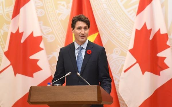 Thủ tướng Canada Justin Trudeau trả lời báo chí tại buổi họp báo (Ảnh: VGP/Quang Hiếu)