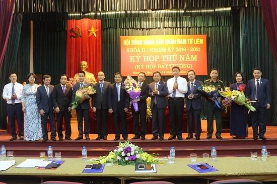 Các vị lãnh đạo mới được bầu của quận Nam Từ Liêm ra mắt