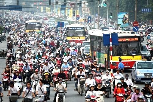 Hà Nội đang thực hiện đồng bộ nhiều giải pháp để chống ùn tắc và ô nhiễm môi trường