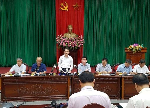 Chánh Văn phòng UBND TP Hà Nội Phạm Quý Tiên thông tin tới báo chí tại cuộc họp chiều 26/6