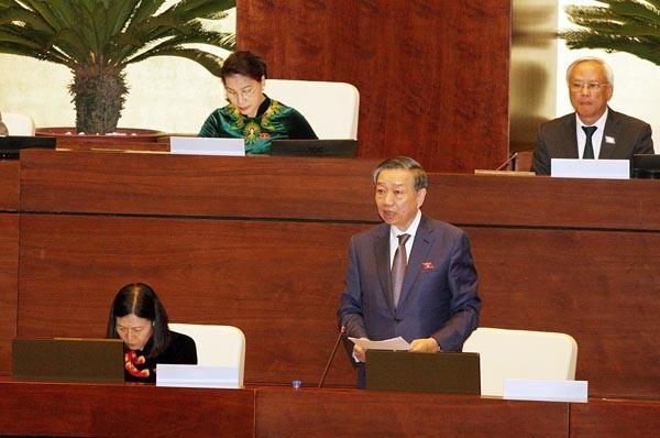 Thượng tướng Tô Lâm, Bộ trưởng Bộ Công an phát biểu làm rõ ý kiến của các vị đại biểu Quốc hội (Ảnh: TTXVN)