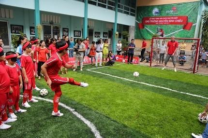 Hà Nội đồng ý xây dựng sân bóng đá mini cho trẻ khiếm thị trong khuôn viên trường PTCS Nguyễn Đình Chiểu
