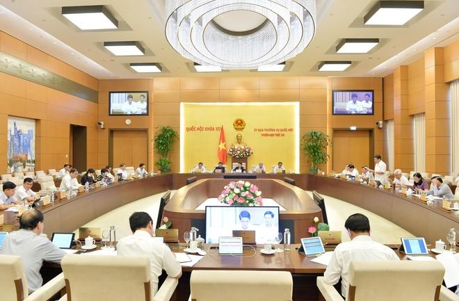Ủy ban Thường vụ Quốc hội chất vấn các bộ trưởng, trưởng ngành