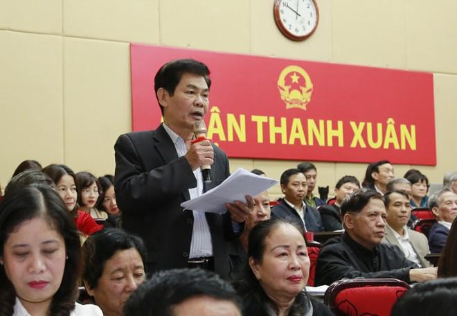 Cử tri quận Thanh Xuân phát biểu tại buổi tiếp xúc