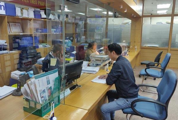 Khách tới làm thủ tục hành chính tại Sở QH-KT Hà Nội ngày đầu năm mới