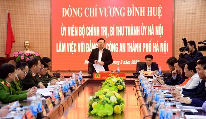 Ủy viên Bộ Chính trị, Bí thư Thành ủy Vương Đình Huệ đến làm việc, kiểm tra công tác của CATP Hà Nội