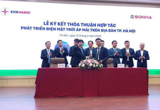 Tập đoàn Sơn Hà và EVN Hà Nội ký kết thỏa thuận hợp tác phát triển điện mặt trời áp mái