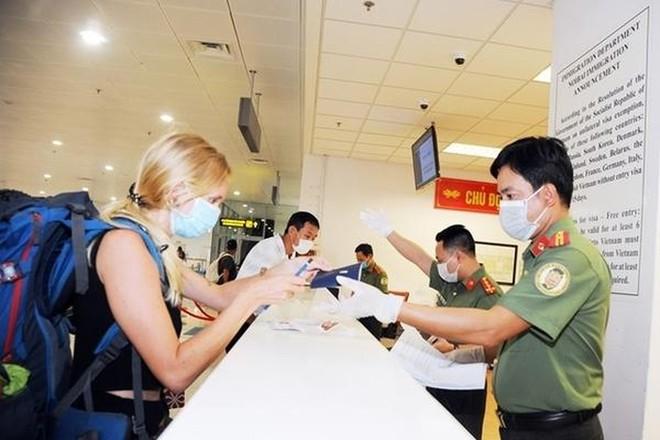 Từ 18-3, tạm dừng cấp thị thực cho người nước ngoài nhập cảnh Việt Nam