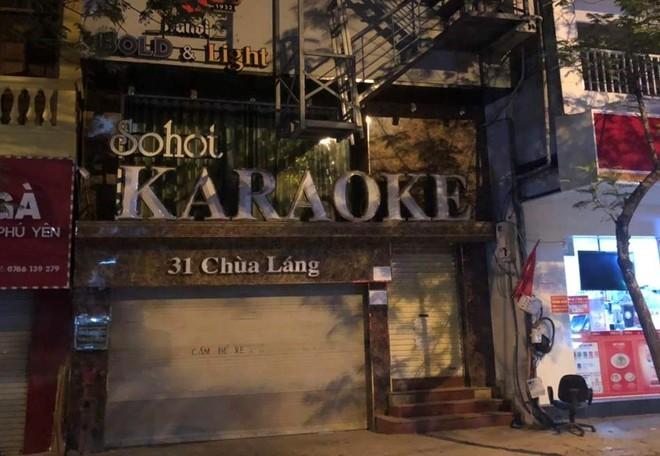 Một quán karaoke trên phố Chùa Láng đã đóng cửa