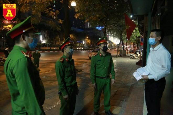 Lực lượng Công an nhân dân đi đầu trong công tác phòng chống Covid-19