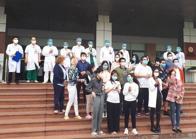 Lễ công bố khỏi bệnh cho 27 bệnh nhân Covid-19 tại BV Bệnh Nhiệt đới Trung ương