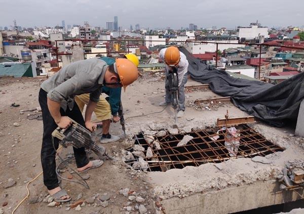Phá dỡ sàn bê tông công trình 58-60 Đào Duy Từ