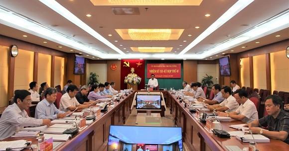 Đề nghị Bộ Chính trị xem xét kỷ luật Bí thư Quảng Ngãi Lê Viết Chữ