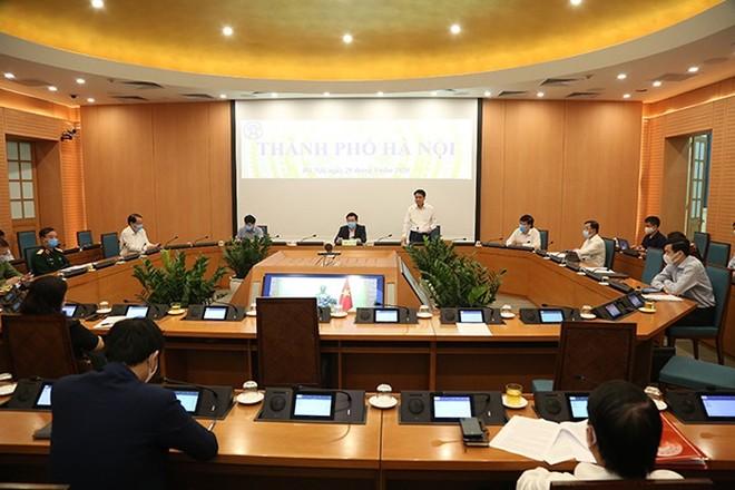 Chủ tịch UBND TP Hà Nội Nguyễn Đức Chung phát biểu chỉ đạo tại một phiên họp