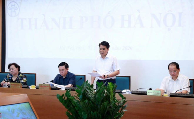 Chủ tịch UBND TP Hà Nội Nguyễn Đức Chung báo cáo tại hội nghị trực tuyến