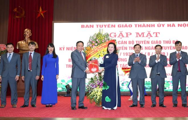 Phó Bí thư Thường trực Thành ủy Ngô Thị Thanh Hằng chúc mừng ngành Tuyên giáo Thủ đô
