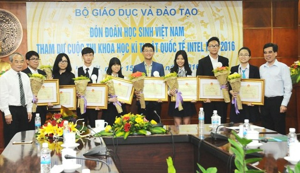 Đoàn Việt Nam vượt nhiều quốc gia tiên tiến để đoạt giải cho các dự án nghiên cứu khoa học