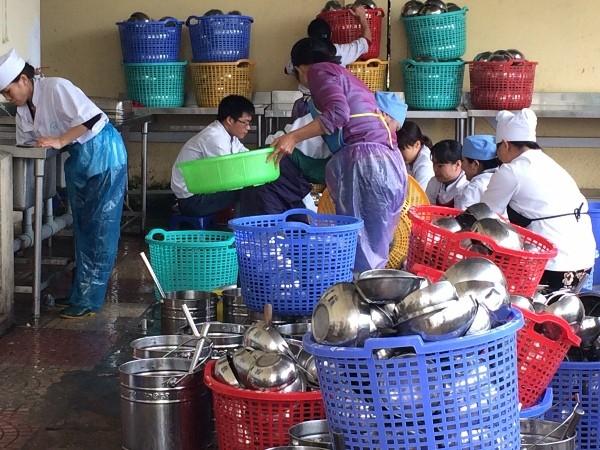 Bếp ăn bán trú học sinh trong dịp hè phải có chứng nhận hoặc ký cam kết đủ điều kiện ATTP