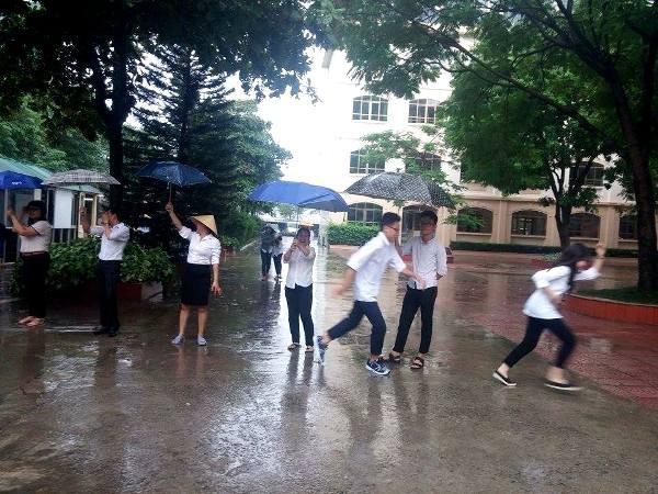Sáng 19-8, nhiều trường học ở Hà Nội vẫn dạy và học bình thường