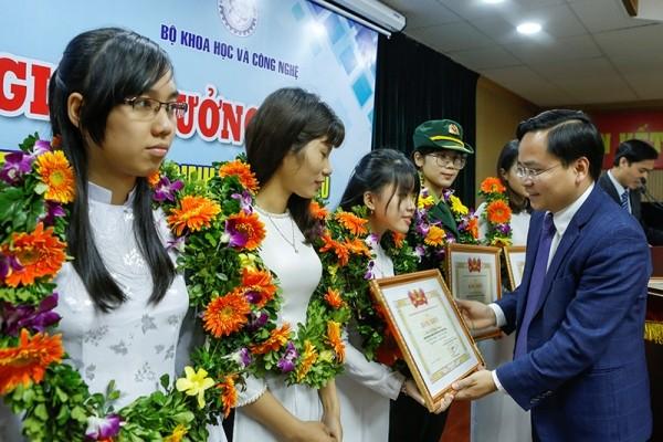 20 nữ sinh xuất sắc trong lĩnh vực đào tạo kỹ thuật, CNTT được bình chọn năm 2016