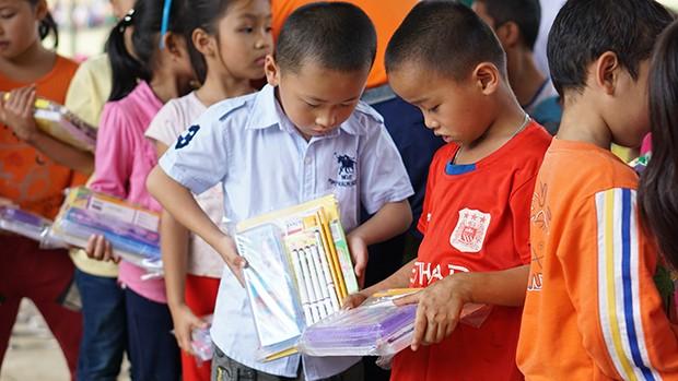 Nhiều trường học, nhà dân vẫn đang cần hỗ trợ vượt qua khó khăn sau cơn bão số 12