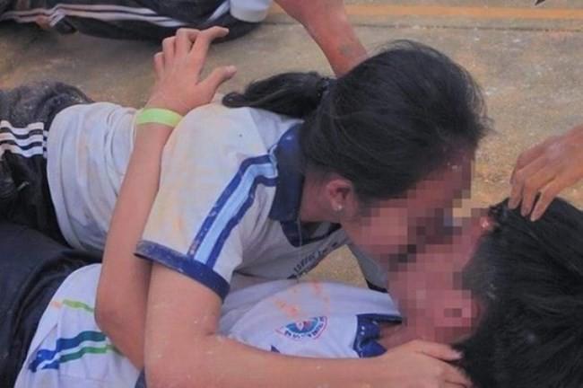 Trò chơi chuyển thẻ bằng mặt tại trường THPT thực hành sư phạm bị lên án phản cảm, không phù hợp văn hóa Việt