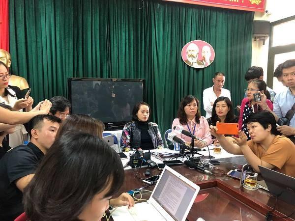 Hiệu trưởng Lê Anh Vân cho biết, cô giáo còn quá trẻ, non về nghiệp vụ nên đã để xảy ra sai lầm trong cách giáo dục học sinh