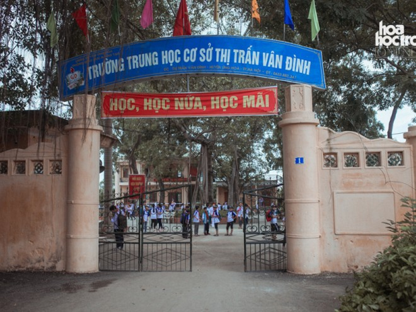 Cô giáo trường THCS Vân Đình bị kỷ luật cảnh cáo, buộc chuyển trường