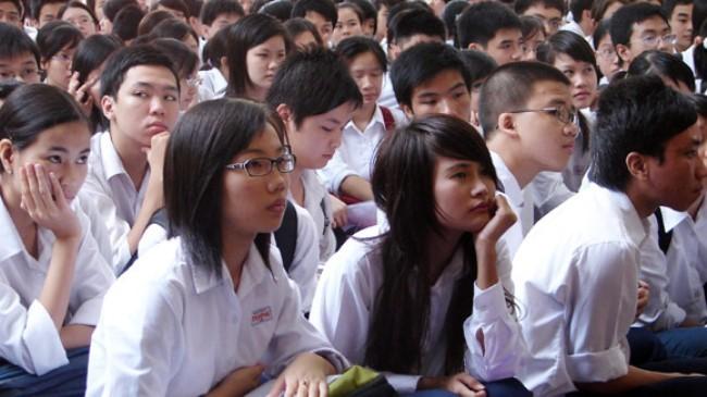 Quá tải ở bậc học phổ thông đang gây áp lực lớn lên hàng triệu học sinh