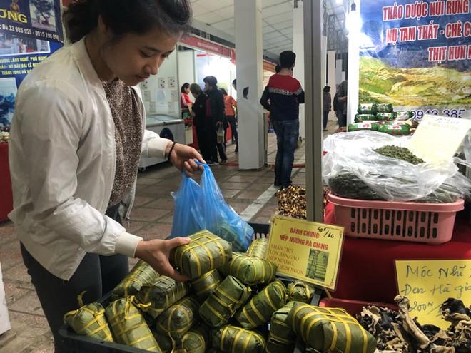 Mua sắm mọi sản vật địa phương Tết Nguyên đán ngay tại Thủ đô