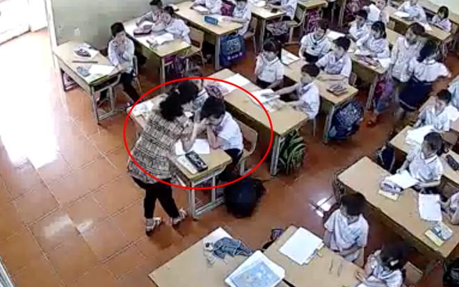 Hình ảnh cô giáo tát học sinh trong clip được phụ huynh đưa lên mạng xã hội