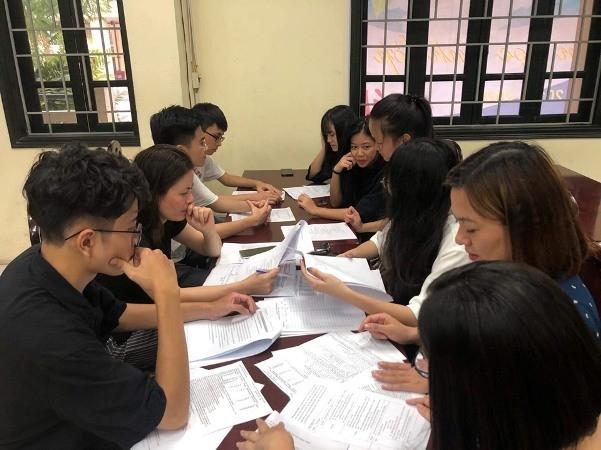 Phụ huynh, học sinh xác nhận nhập học tại trường THPT Thăng Long