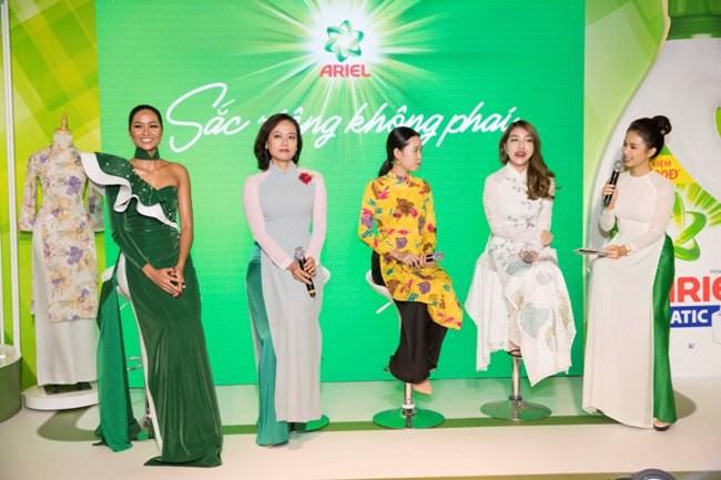 Hoa hậu H'Hen Niê đặc biệt cổ vũ phụ nữ Việt Nam tự tin tỏa sáng với áo dài dân tộc