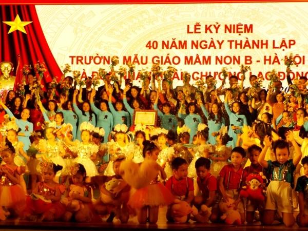 Trường Mẫu giáo mầm non B Hà Nội đón nhận Huân chương Lao động Hạng Nhì
