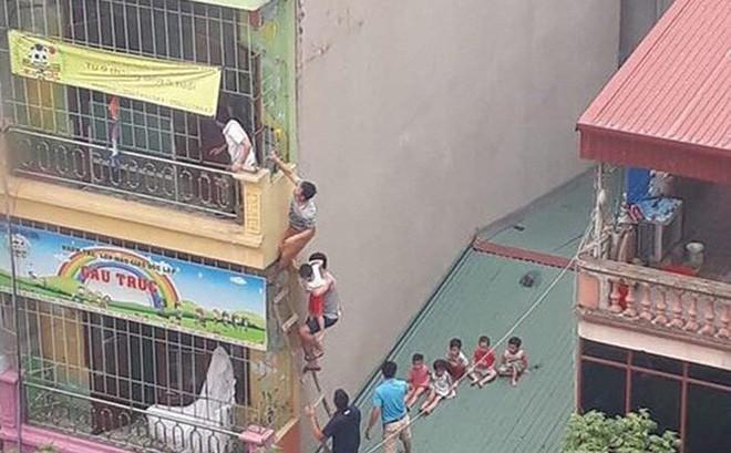 Trẻ mầm non chờ cứu hộ do cháy cơ sở trông giữ trẻ ở Hà Đông