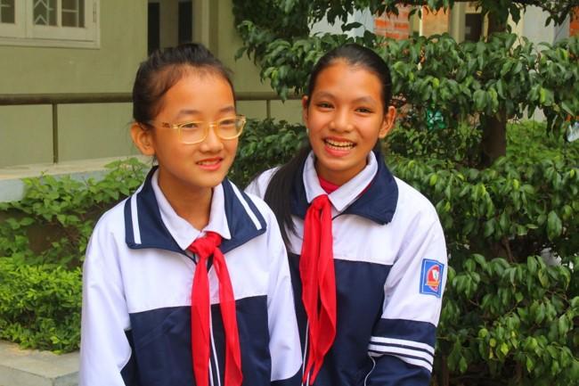 Hai học sinh lớp 6 trường THCS Gia Thụy có hành động đẹp khi trả lại ví tiền nhặt đươc trên đường đi học