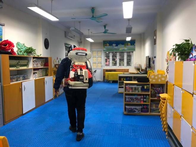 Các trường học Hà Nội liên tục vệ sinh cơ sở để phòng chống dịch