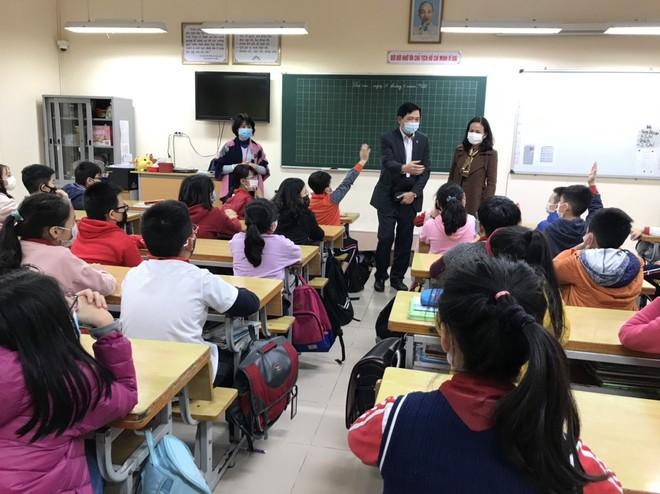Bộ GD-ĐT đề nghị cân nhắc việc cho học sinh đi học trở lại
