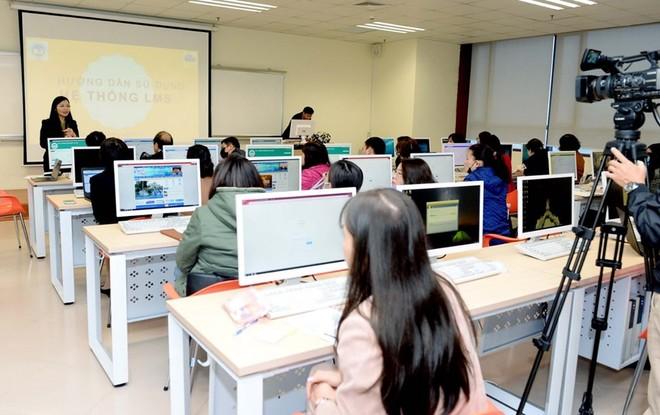 ĐH Kinh tế quốc dân tập huấn cho 800 cán bộ để triển khai dạy học trực tuyến từ 10/2