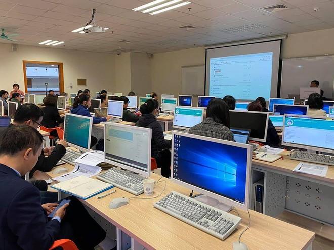 Nhiều trường ĐH tiếp tục cho sinh viên nghỉ học và thay hình thức học tập trung bằng học trực tuyến