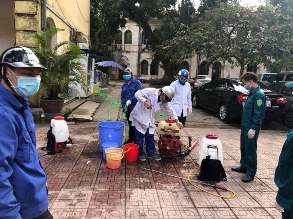 Trường THPT Việt Đức, Hoàn Kiếm, Hà Nội khử khuẩn toàn trường
