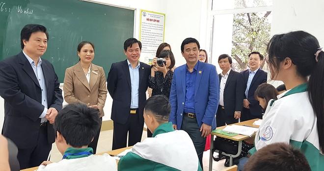 Thứ trưởng Nguyễn Hữu Độ yêu cầu không được để dù một học sinh bị lây nhiễm bệnh từ trường học
